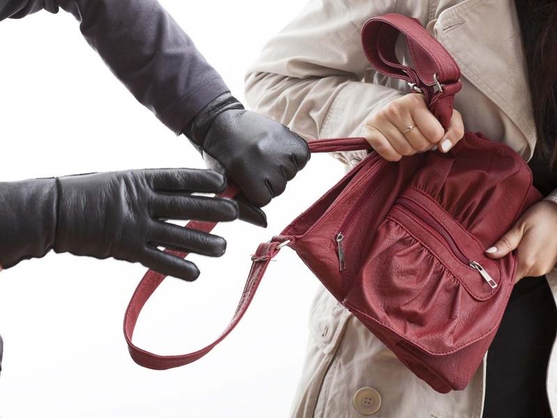 Giật đồ là một hành động mang tính cướp giật đáng bị lên án