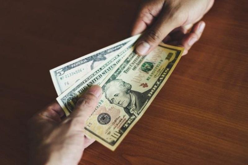 Ngủ mơ thấy mơ thấy được đàn ông cho mình tiền chốt nhanh cặp số 98 - 45 sẽ trúng lớn.