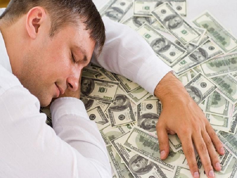 Mơ thấy nhiều tiền cho thấy ước muốn tiền bạc, giàu có và khát vọng thành công của người mơ