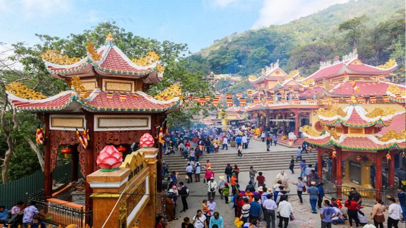 Mơ thấy đi chùa là điềm báo lành cho cuộc sống của bạn.