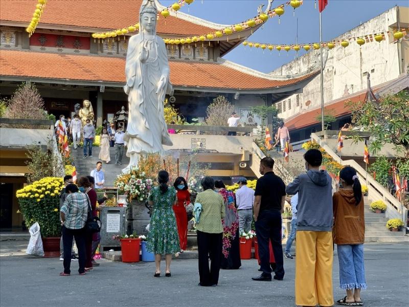 Mơ thấy đi chùa có đông người bạn nên đánh ngay cặp số 13-89.
